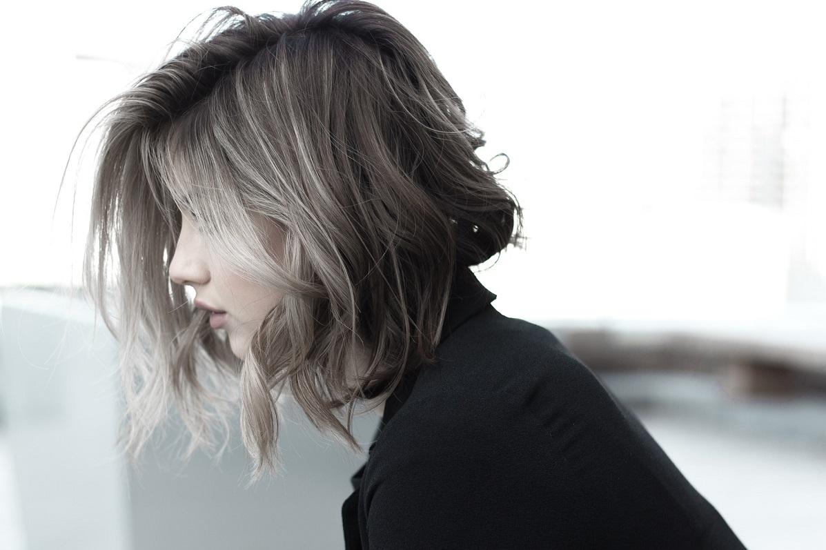 krótka fryzura do okrągłej twarzy