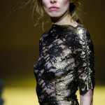Sukienki wieczorowe z koronki: przegląd najpiękniejszych