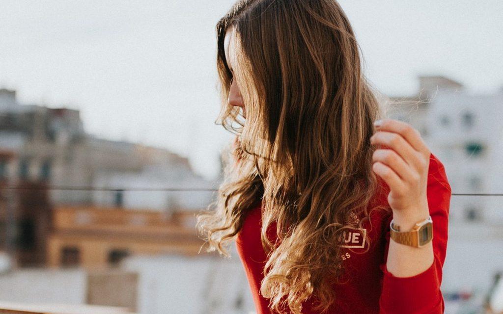 domowe sposoby na suche włosy