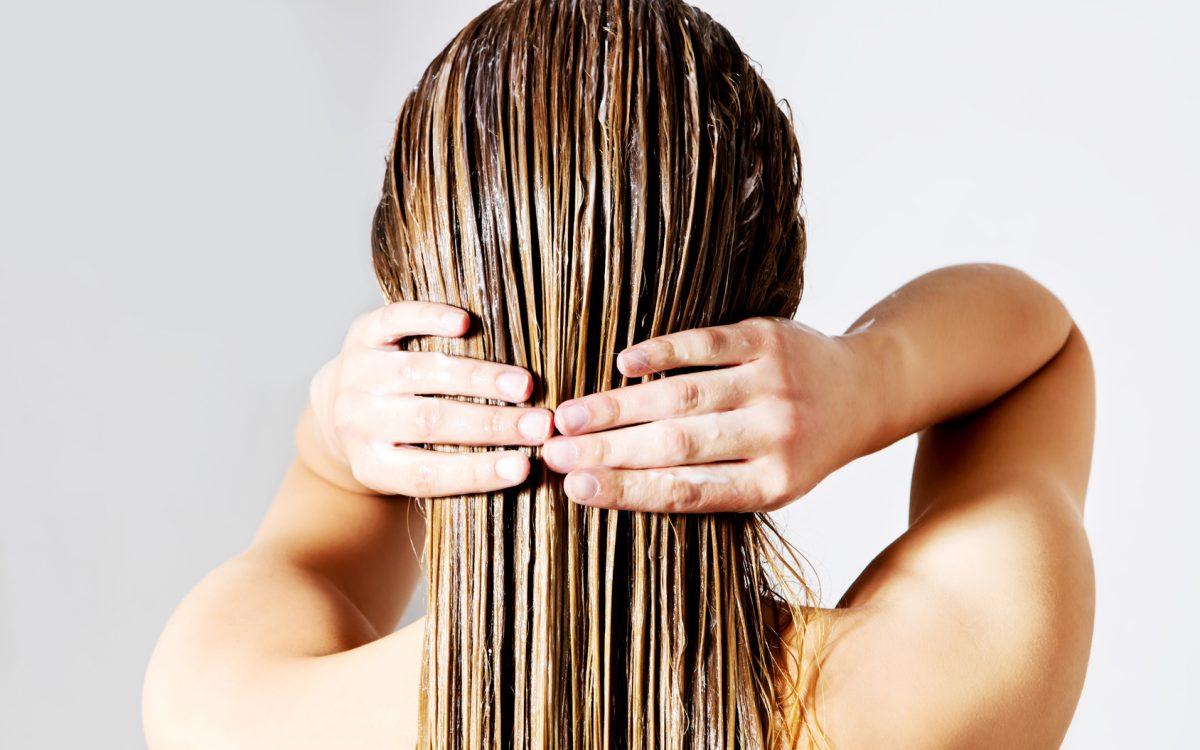 sposoby na puszące włosy