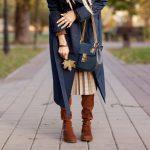 Granatowy płaszcz: jakie dodatki do granatowego płaszcza?