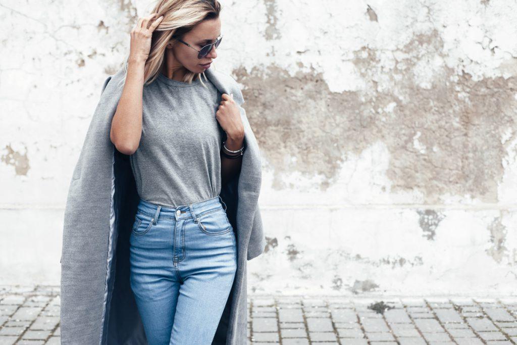 Z czym nosić jeansy damskie?