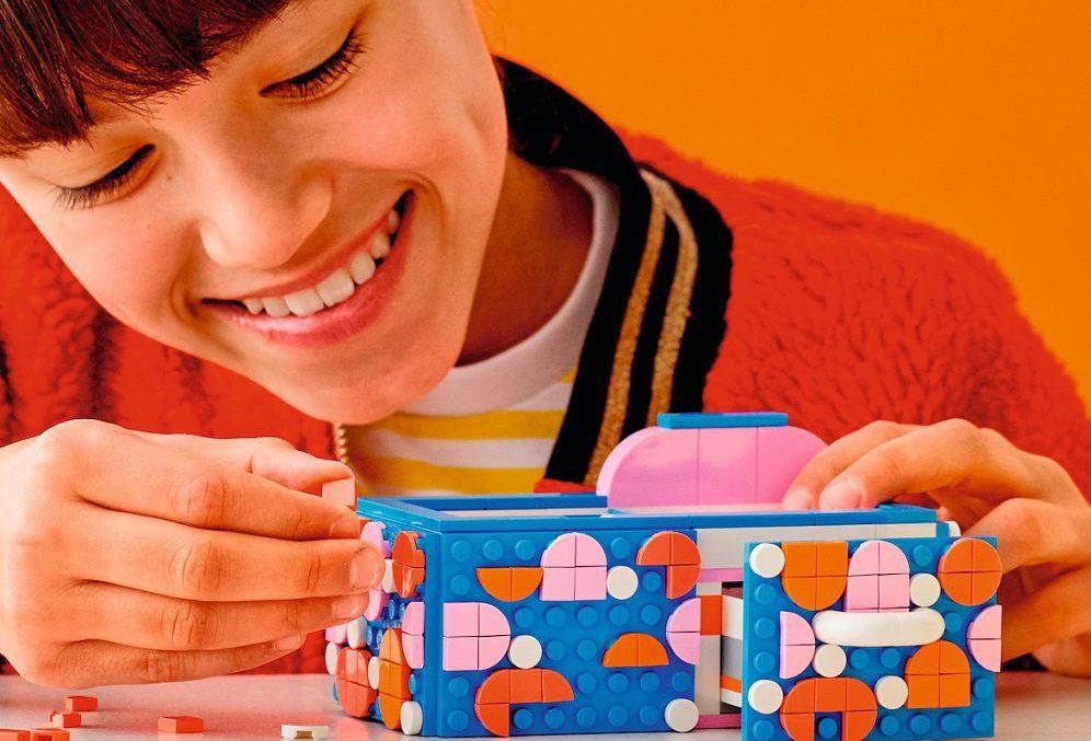 Akcesoria na biurko od LEGO DOTS, które Twoje dziecko zbuduje od podstaw