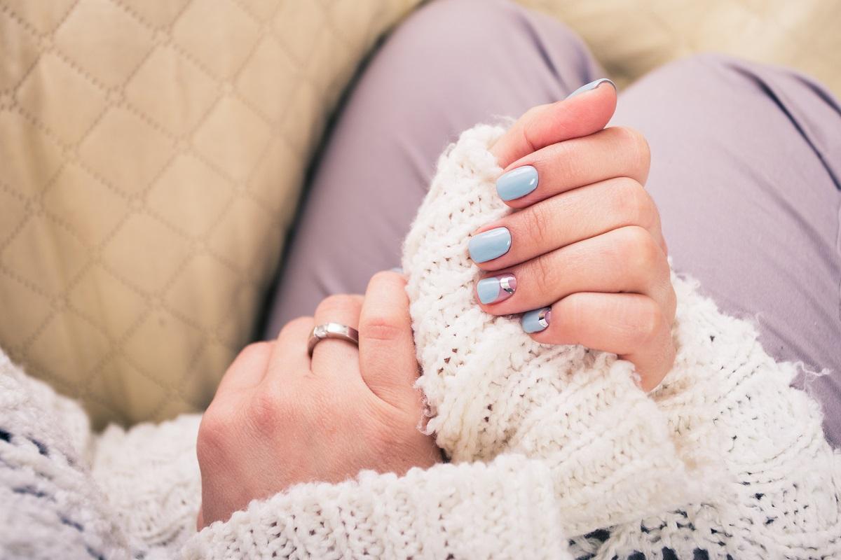 Jak ściągnąć paznokcie żelowe?