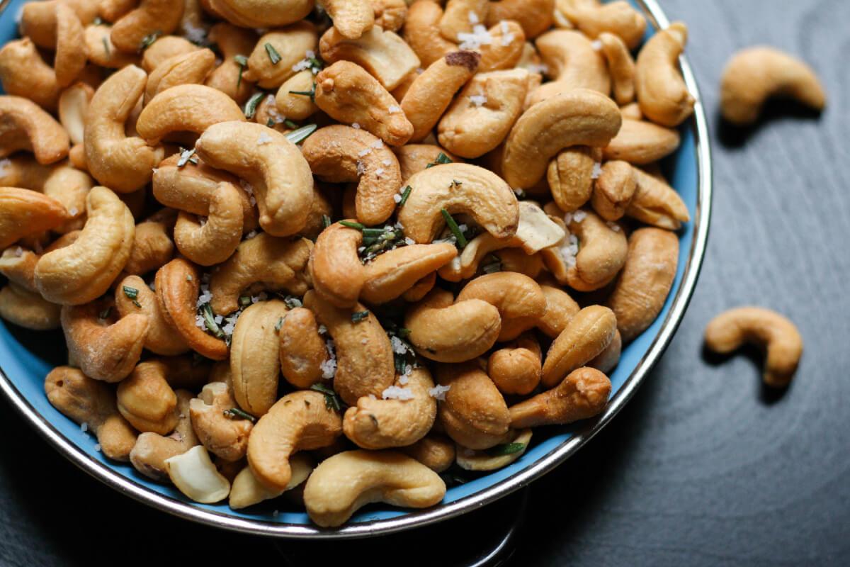 Orzechy nerkowca: ile dziennie jeść? Poznaj właściwości!