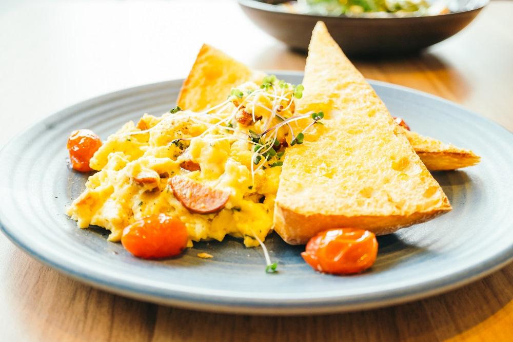 śniadanie białkowo tłuszczowe