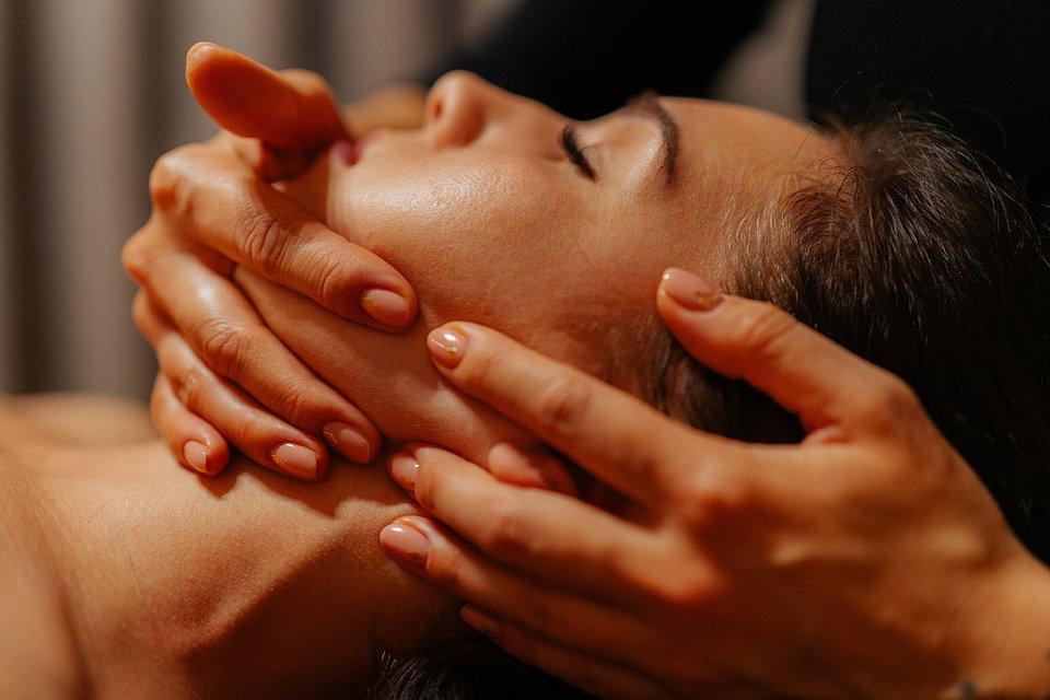 Staw skroniowo–żuchwowy wyznacznikiem zdrowia oraz bioestetyki Twojej twarzy