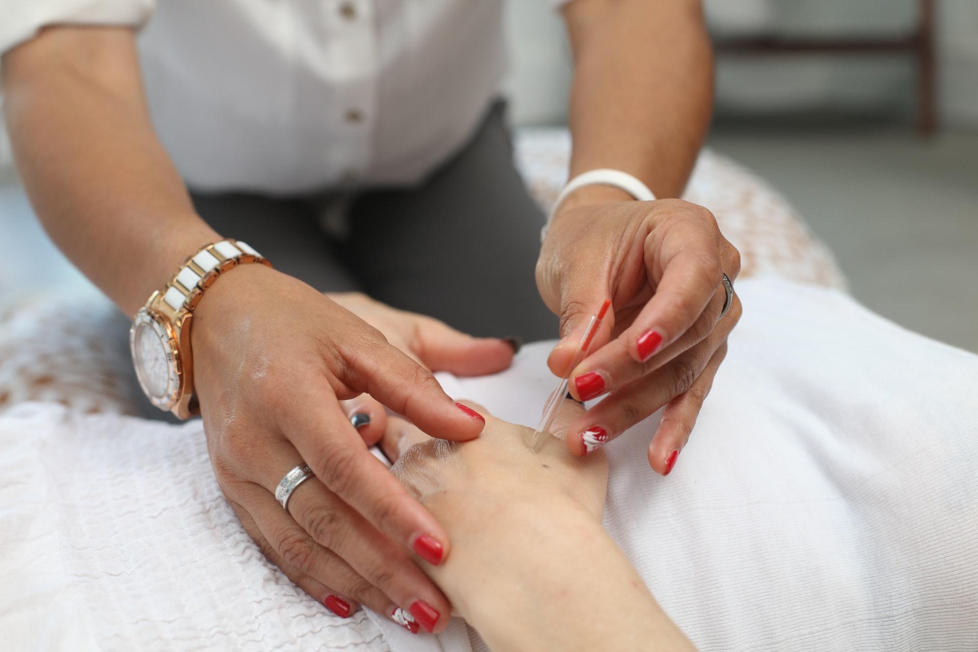 Paznokcie na jesień wzory: kilka pomysłów na manicure!