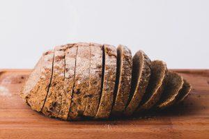 chleb się kruszy